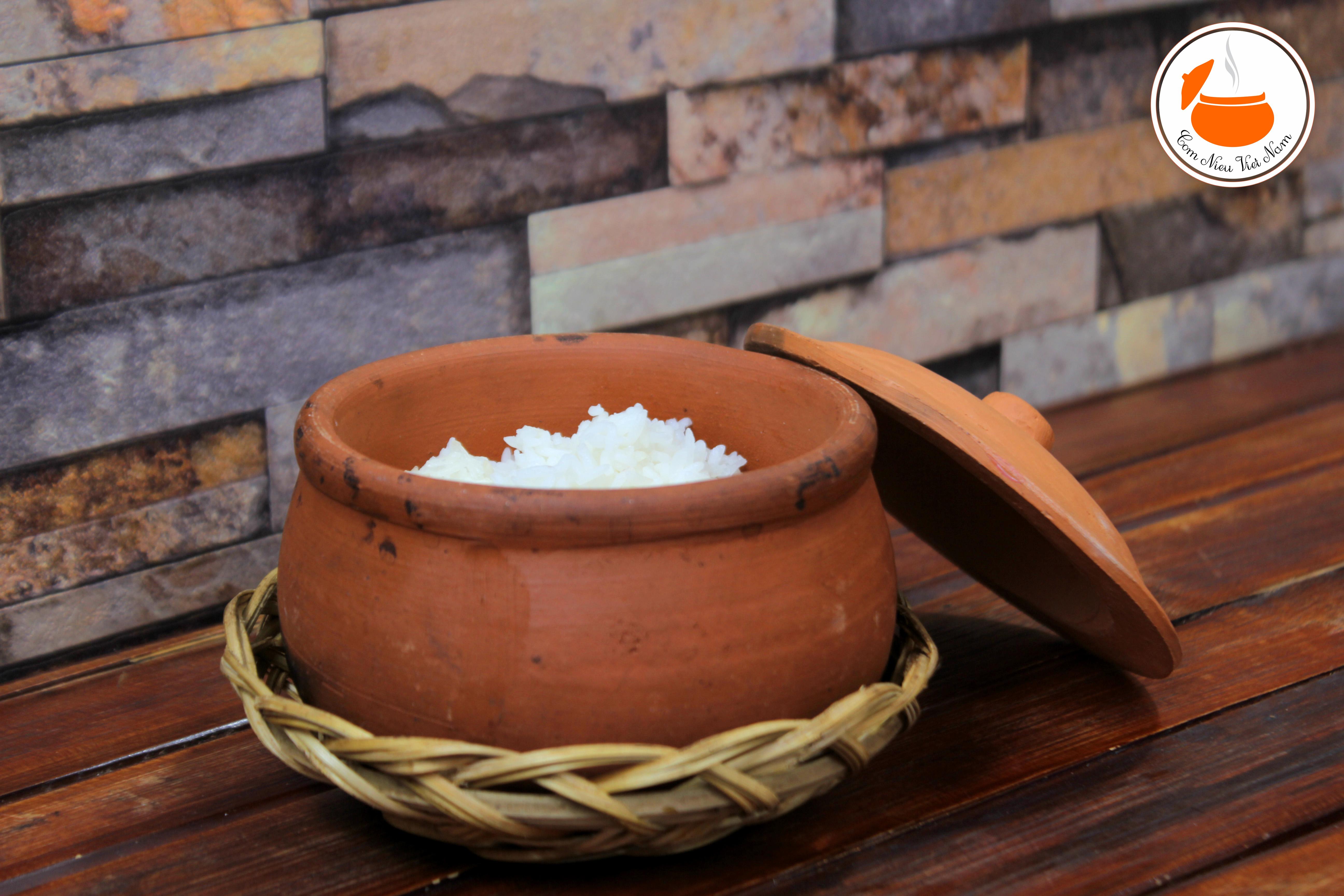 Cơm Niêu nấu bằng gạo gì? Địa chỉ bán cơm niêu ngon nhất?